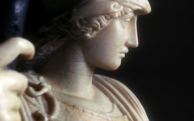 Los dioses cambiantes cortometraje de Lucio Arese. Lucio lleva tiempo interesado en simulaciones de destrucción con estatuas antiguas.